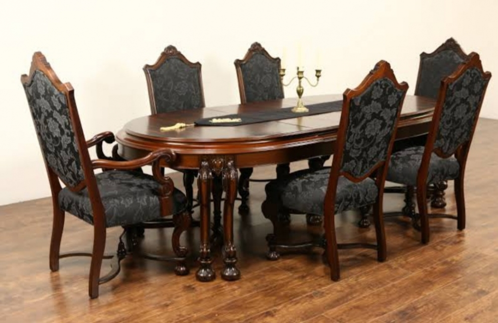 Stylish oval dining table