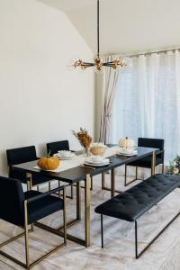 Antique gold metal 6 Seatar dining table Manufacturers in Delhi